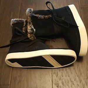 Toms women's suede faux fur boots